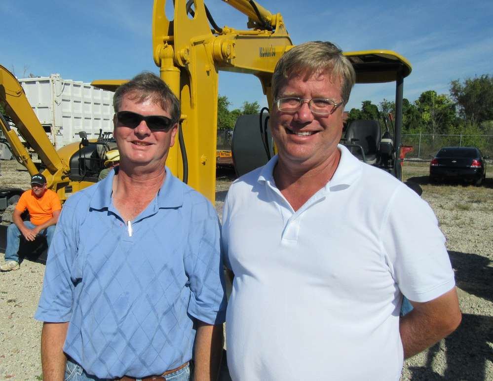 Carl Rucker (L) and Jim Wober of Ohio Mulch  look for bargains.