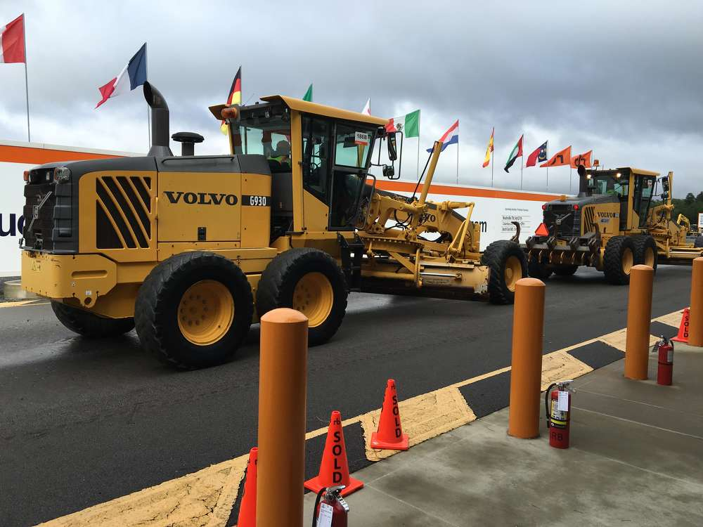 This pair of low-hour Volvo G930 motorgraders were sold to contractors in Virginia.