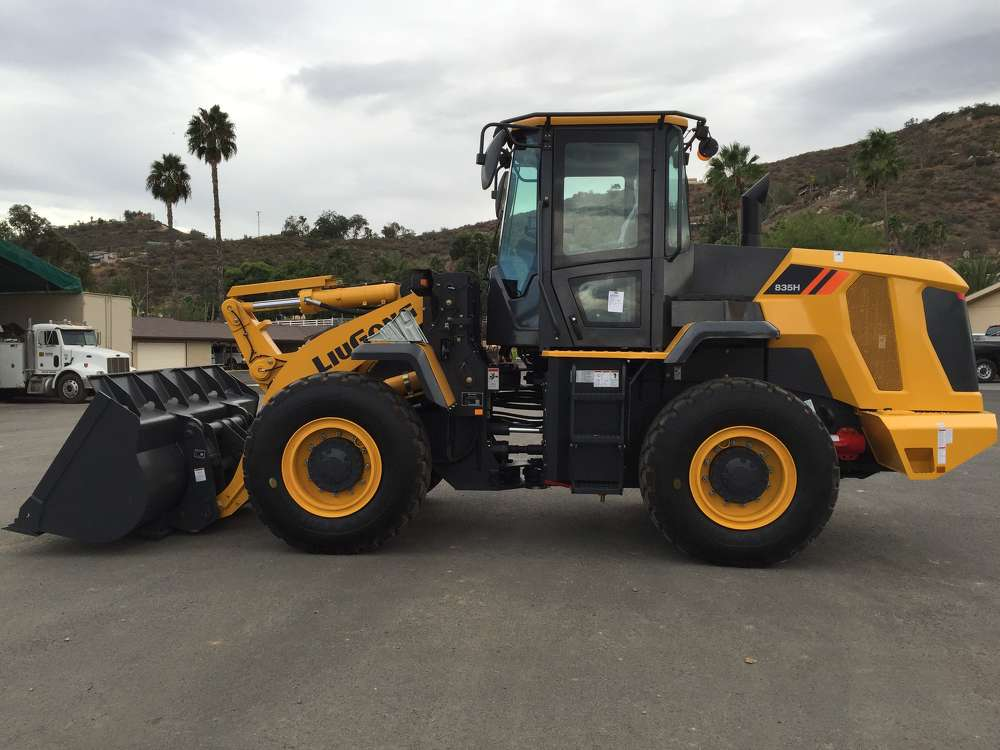 The H-Series wheel loaders and E-Series excavators showcased include the 835H.