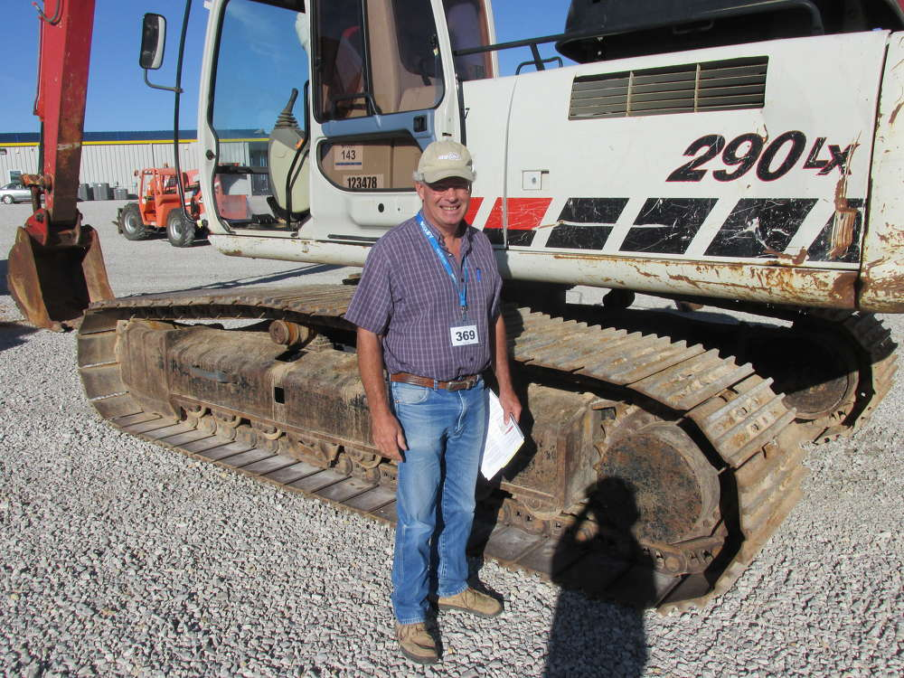 Randal Smith of West Texas Rock Resources in Rosco, Texas, is very interested in this Link-Belt 290 LX excavator.