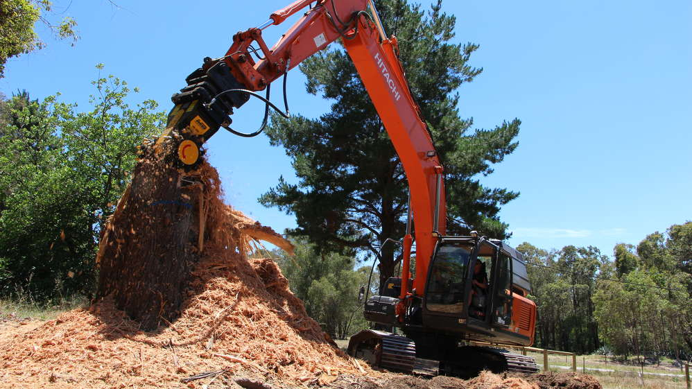 The MB-R800 drum cutter has a direct drive twin-motor system and runs on the hydraulic system of the excavator. It is designed to cut, grind, mill, or till surfaces and hard materials.