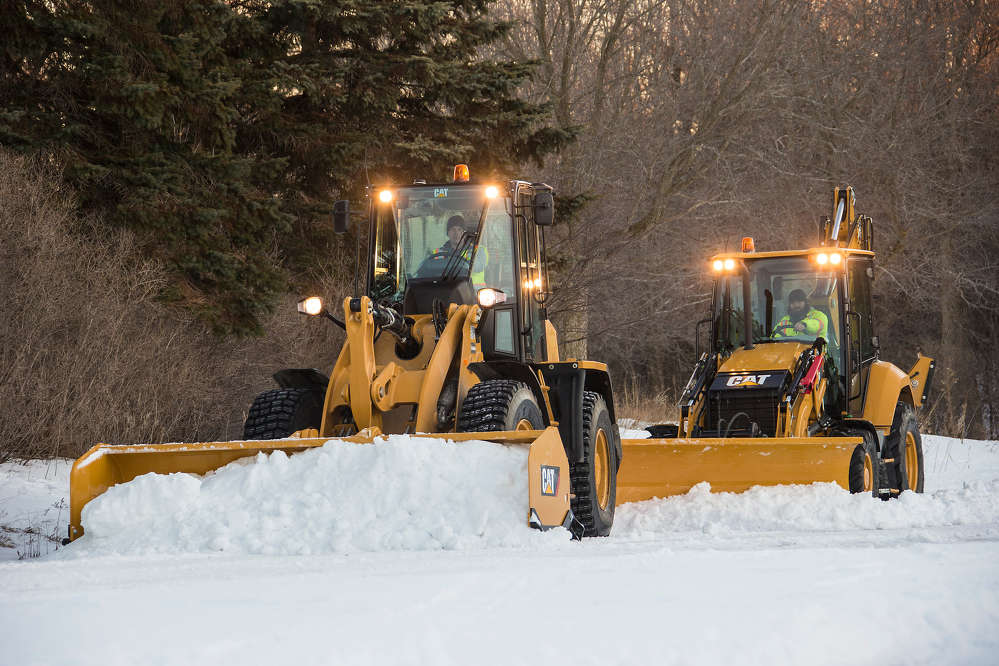For convenience, the Snow Push adapts to the skid-steer-type (universal) coupler, which features a robust, opposing-edge design that keeps work tools securely in position.