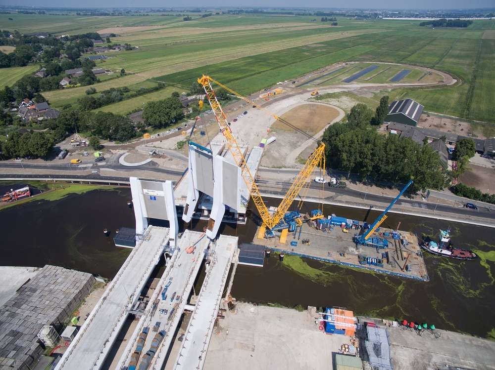 The CC 3800-1 was shipped directly from the Zweibrücken (Germany) plant to the mobilization site in Dordrecht.