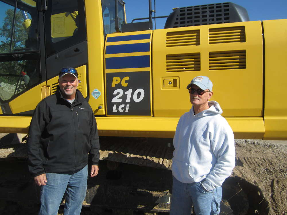 Mitch Mitchell (L), Roland Machinery Co., shows the Komatsu