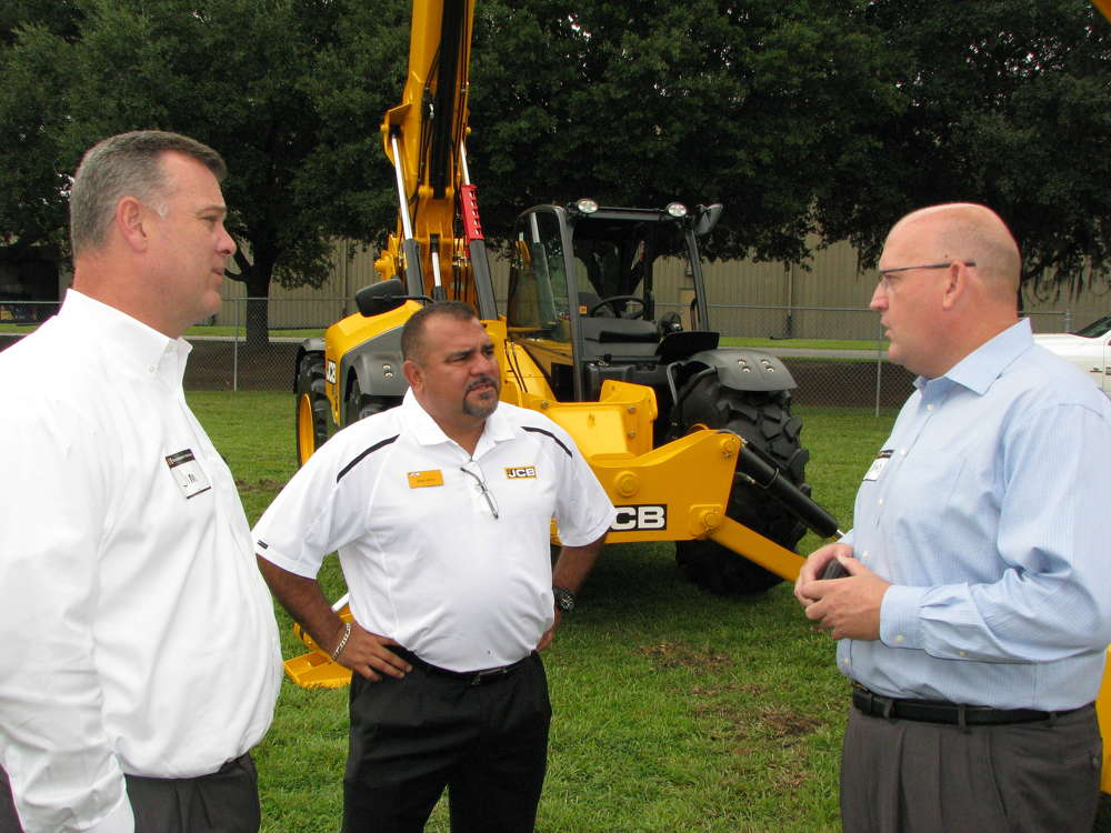 Brad Barber (R), H&E president, takes a few minutes to talk with his JCB national account managers, Jim Hockaday (L) and Jorge Reyes.