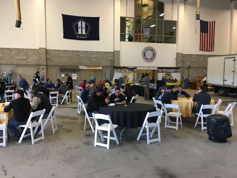 Guests enjoy lunch at the event.