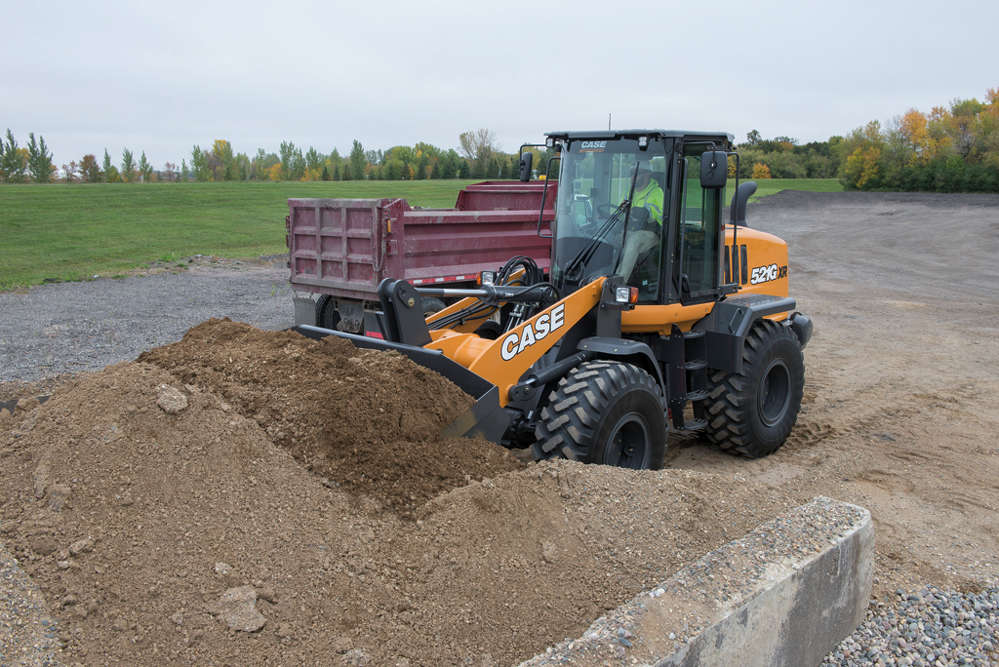 The Case 521G wheel loader features a standard limited slip differential that equally supplies torque to each side of the axle and automatically applies additional torque to the gripping tire.