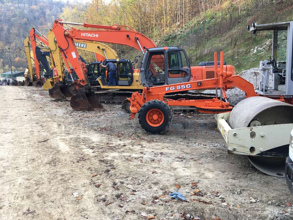 Hitachi, Volvo, John Deere and Cat excavators as well as Fiat-Allis motorgraders and compaction were available at the sale.