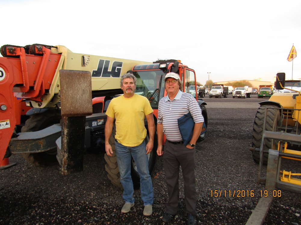 John Stock (L) and Alan Wade of High Mountain Concepts, Crested Butte, Colo., evaluate this JLG telescopic lift.