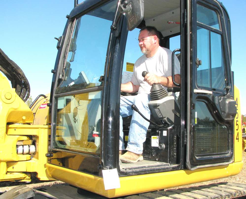 Mike Kelly, city of Pontotoc, Miss., takes advantage of some demo time in a Cat 308e2 CR mini-excavator.
