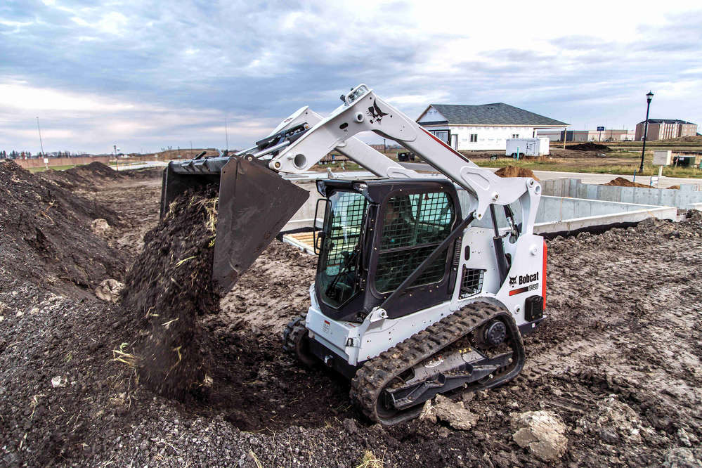 At 68 in. (173 cm) wide with a standard construction/industrial bucket, the loader's compact size allows it to work in confined spaces, move confidently within a congested work site or travel between homes.