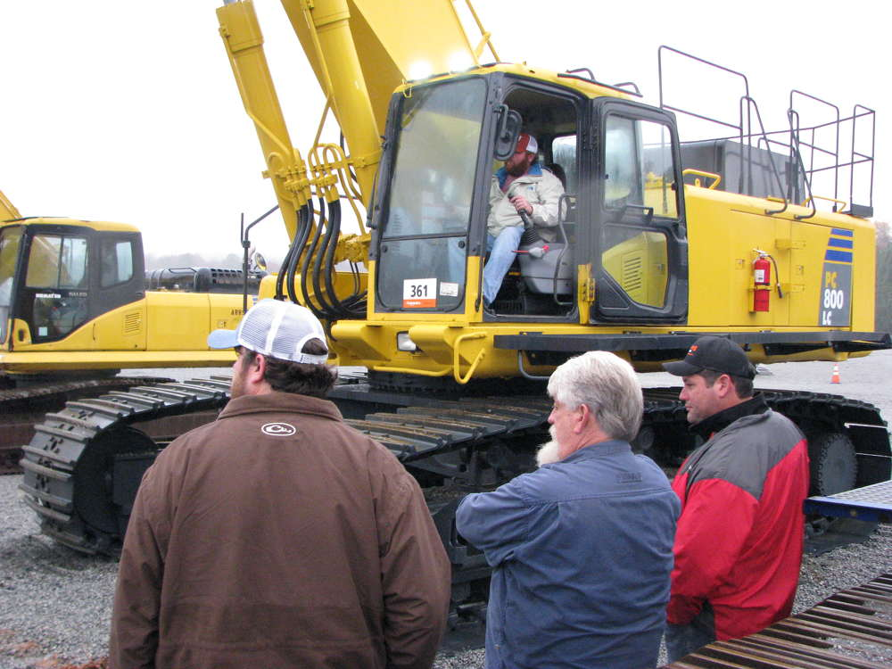 This Komatsu PC800LC attracts attention from auction goers.