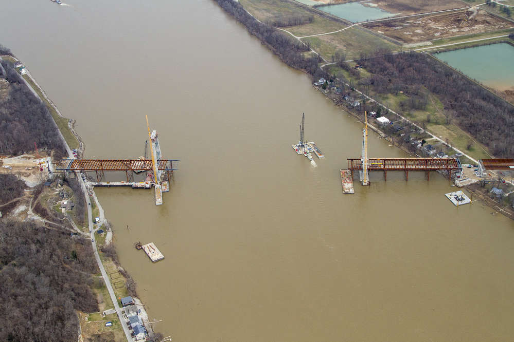 March 2016: Construction of the main-span bridge across the Ohio River.
