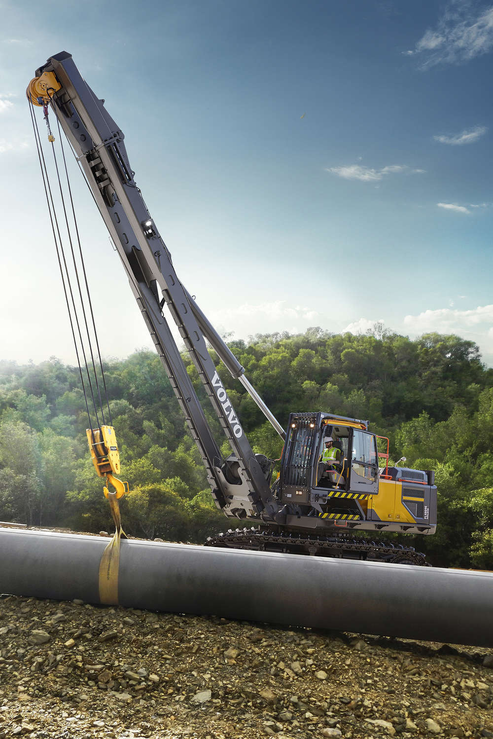 Equipped with the latest Volvo D13J Tier 4 Final engine, the PL4809E delivers lifting capacity that outperforms the largest traditional side booms in its size class.