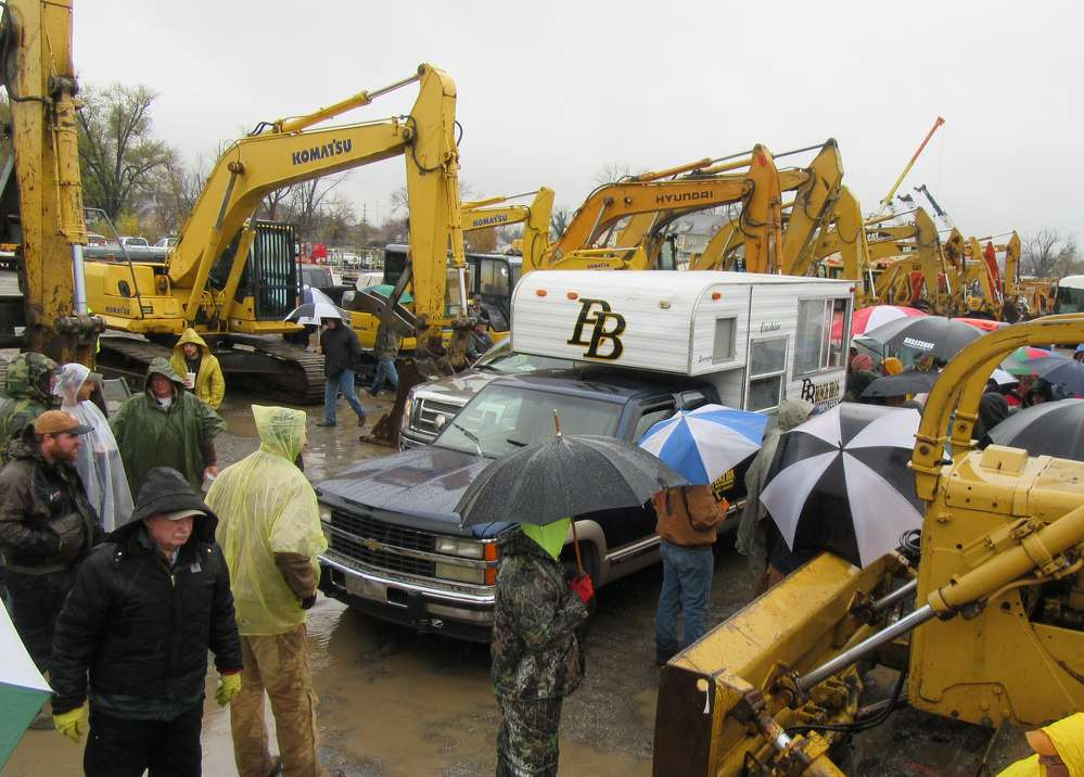 Despite a cold and rainy day, the auction attracted an enthusiastic crowd of equipment buyers from Kentucky, Indiana and Ohio, and drew active online bidding as well.