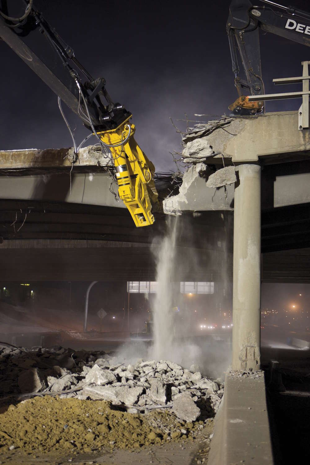 Atlas Copco's CC Combi Cutter hydraulic attachments maximize operator productivity by rotating 360 degrees. The crushing or cutting power comes from two powerful hydraulic cylinders above the jaws.
