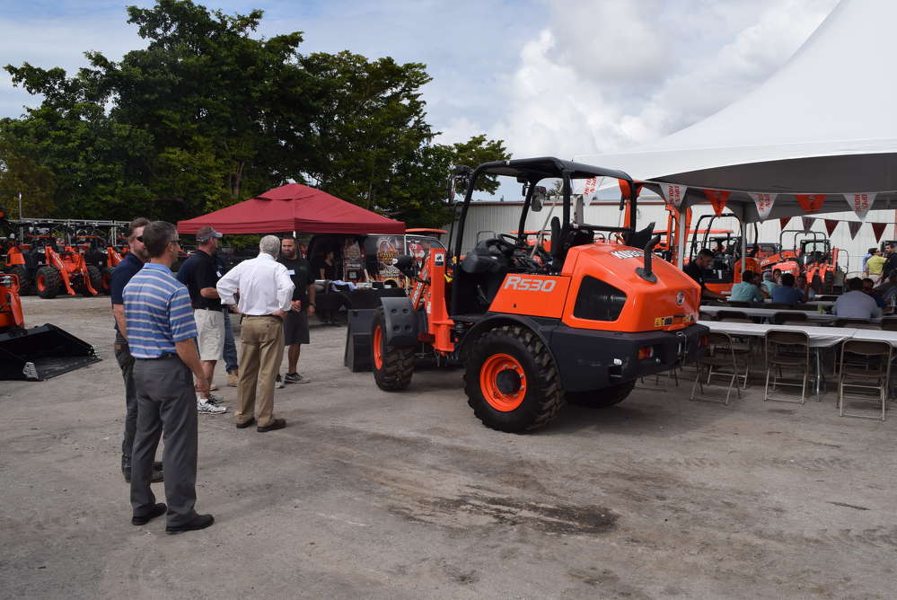 This Kubota R530 loader attracts a crowd.