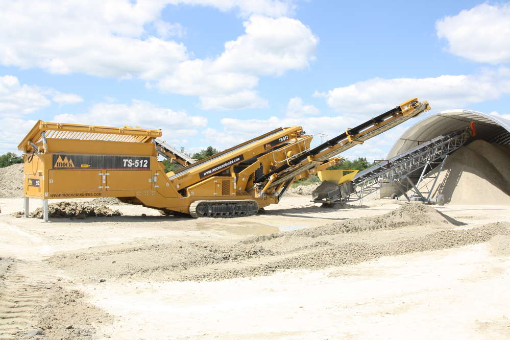 IROCK's two-deck TS-512 portable tracked screening plant offers hassle-free setup and portability.