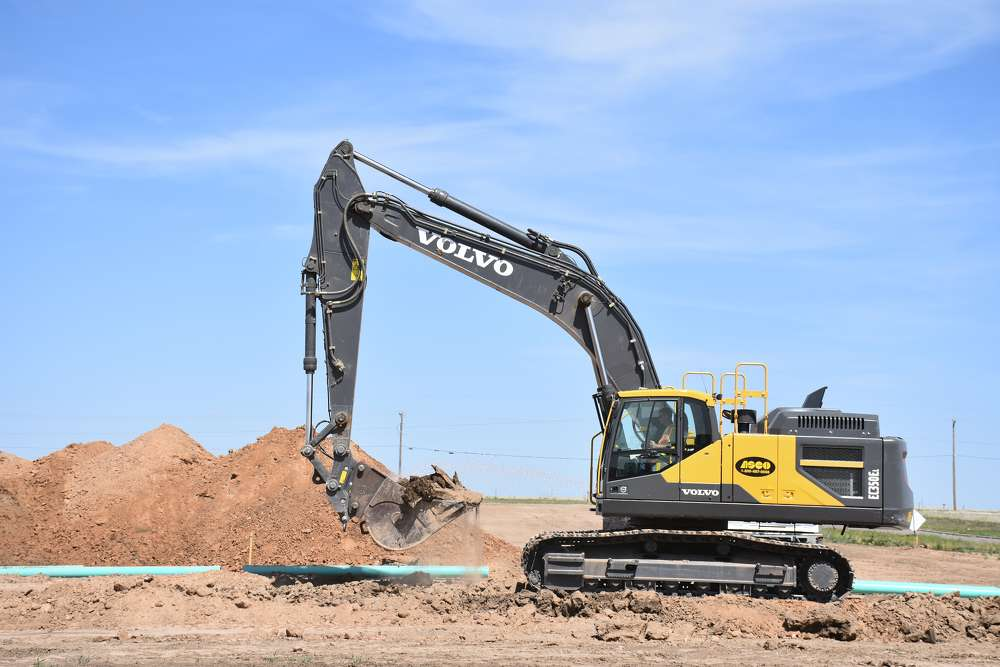 To maintain high performance in the extreme environment, the Volvo EC350E features a hydraulically driven, electronically controlled cooling fan, designed to protect machine vitals.