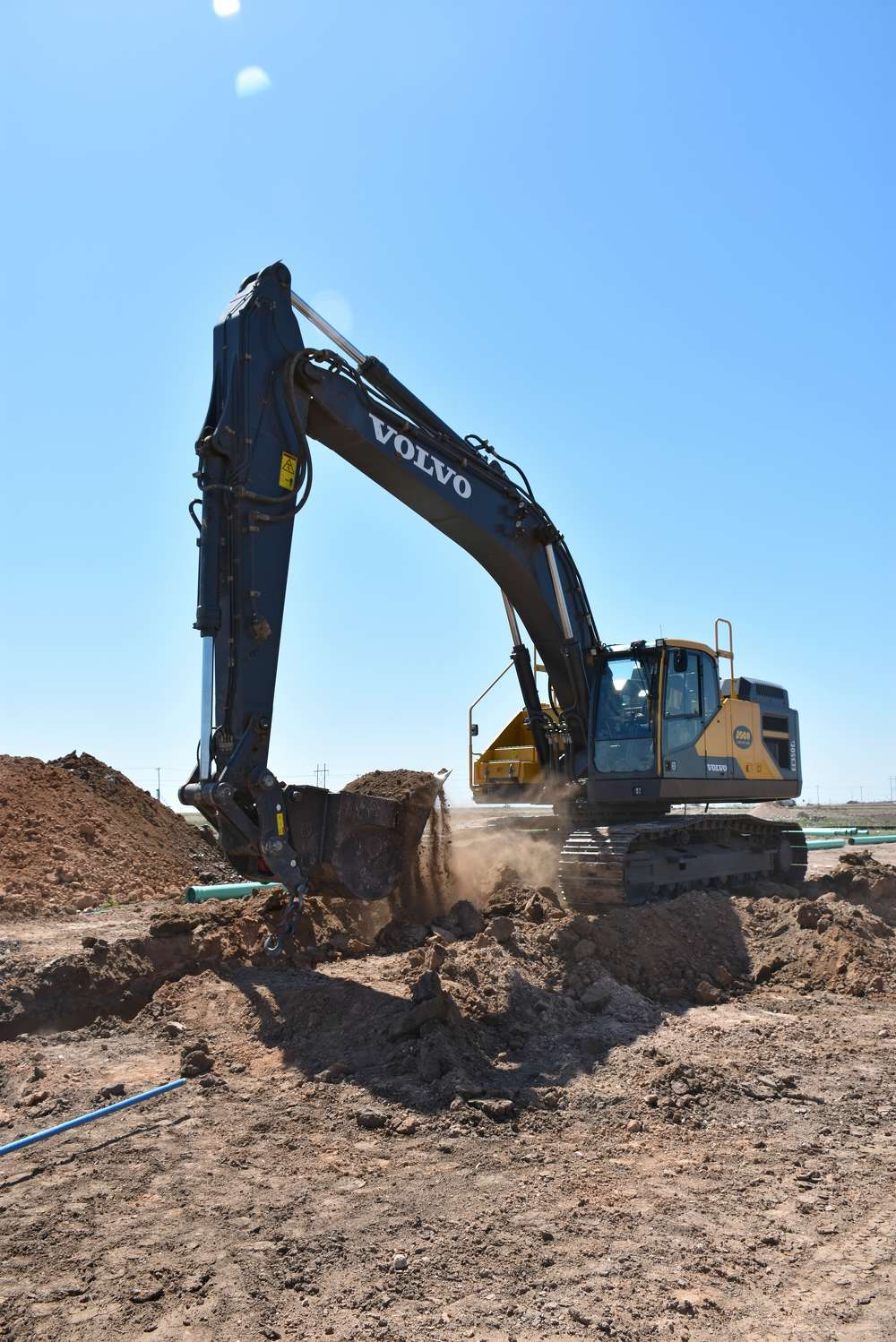 According to Volvo, the EC350E yields superior digging and breakout forces, making it the ideal moneymaking partner for Amarillo Utility Contractors
