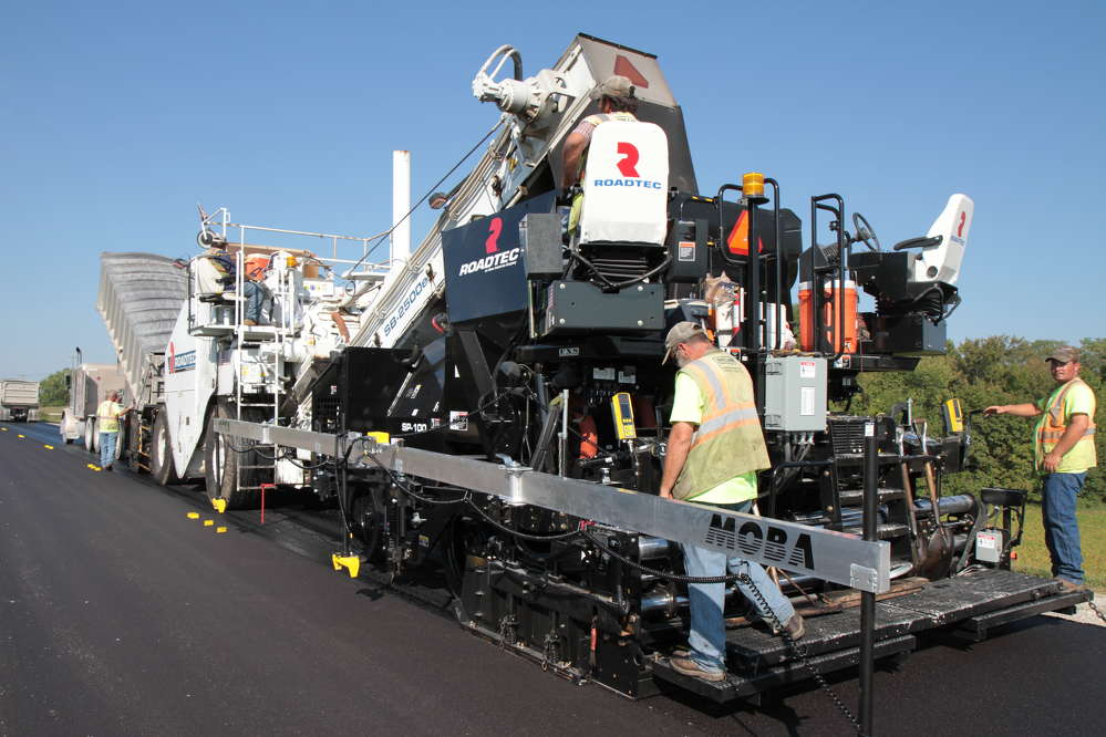 The half-lane cold planer features a four-track suspension, dual water spray bars, and 120-degree conveyor swing, which allows feeding a truck in an adjacent lane or around a tight bend.