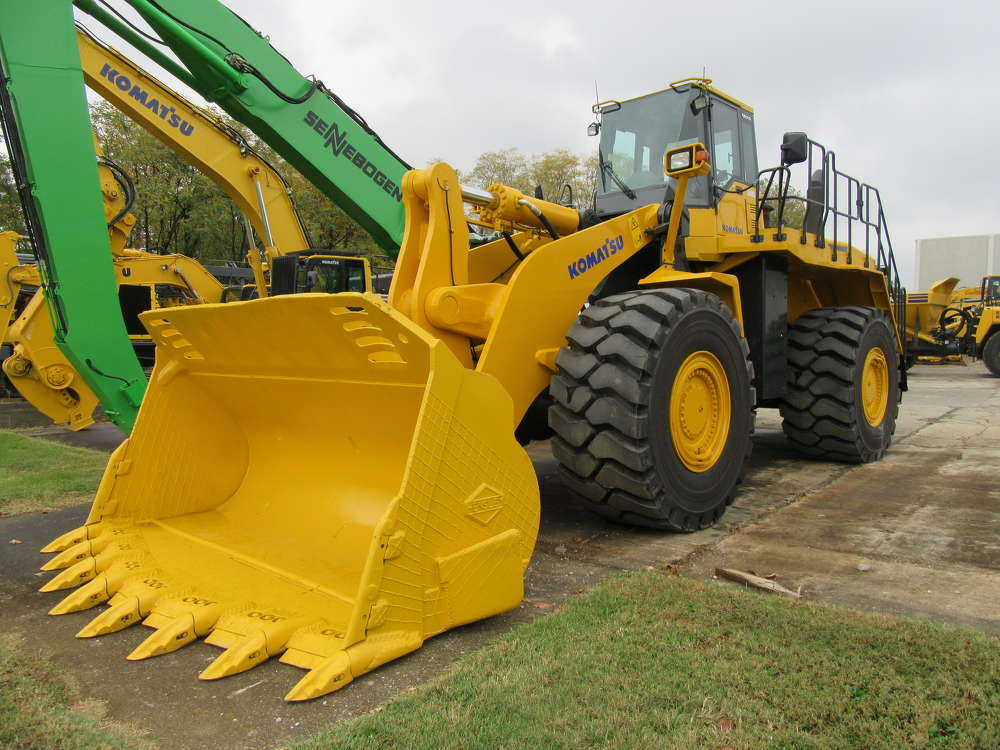This remanufactured Komatsu WA600-6 wheel loader stands ready to head back to work.