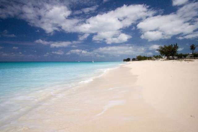 A sandy beach in the Bahamas. http://url.ie/11nst