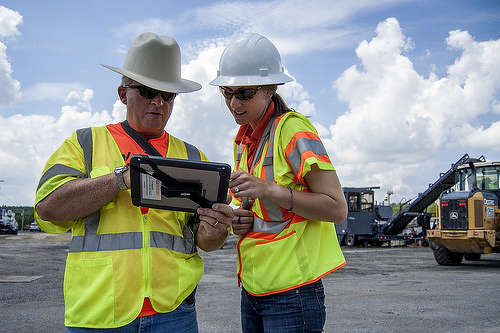 The applications will allow workers to speed up data collection from construction sites by submitting daily reports, documenting projects with on-site photographs and video, and providing real-time project updates. http://url.ie/11o0l