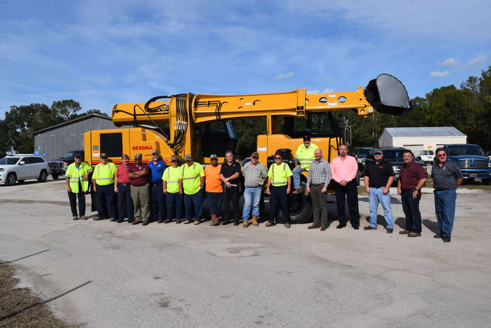 (L-R) are the Putnam County team, Great Southern Equipment Company team and support team members.
