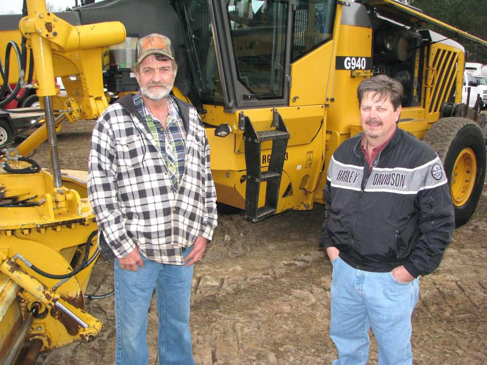 Ronnie Odom (L), RJO Auction, Carrollton, Ga., and Stephen Ellis, Ellis Equipment, Tallapoosa, Ga., take a look at close look at a Volvo G940 motorgrader.