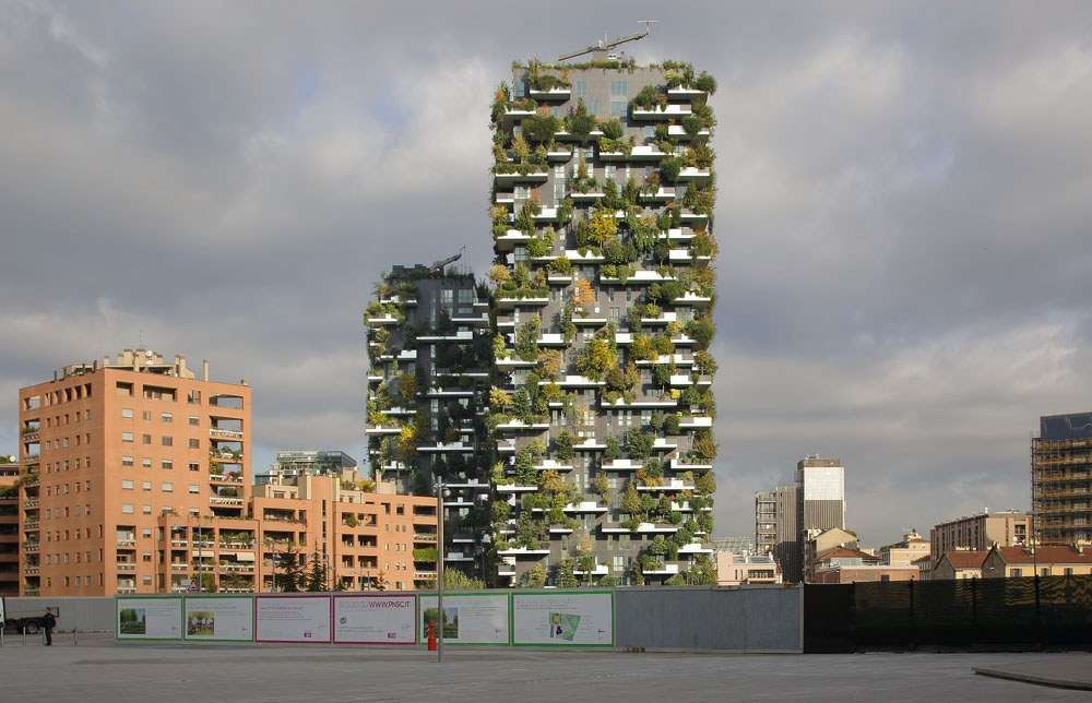Over 1100 trees will cover the building, helping to regenerate local biodiversity while cleaning the air. Image via StefanoBoeriArchitetti.net