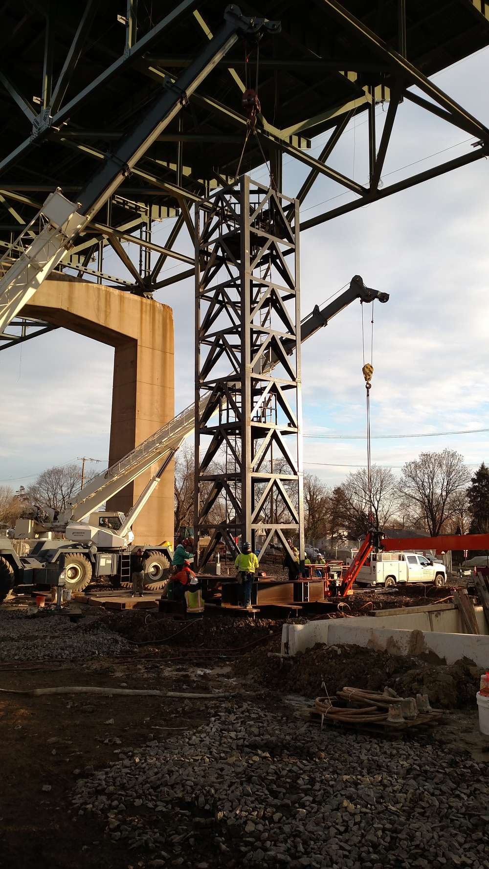 Pennsylvania Turnpike photo. Due to a slight lowering of the span, the bridge will have to be jacked back into place, using 80 ft. (24.4 m) platforms.