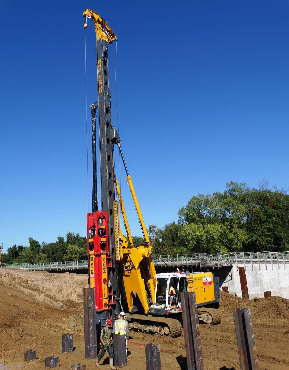 PKF drove 14 x 89 H-piles to dense bedrock at 12 to 80 ft. (3.6 to 24.3 m), although 35 ft. (10.6 m) was the average. Piles were capped with a heavy-duty steel tip for added penetration.