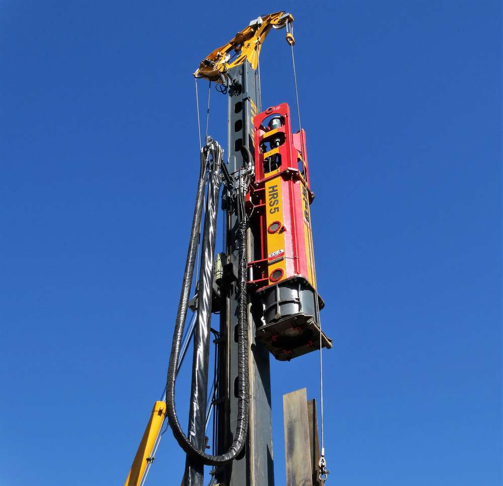 The HRS 5 accelerated hydraulic hammer delivered a higher percentage energy transfer and greater operating speed than a traditional diesel hammer