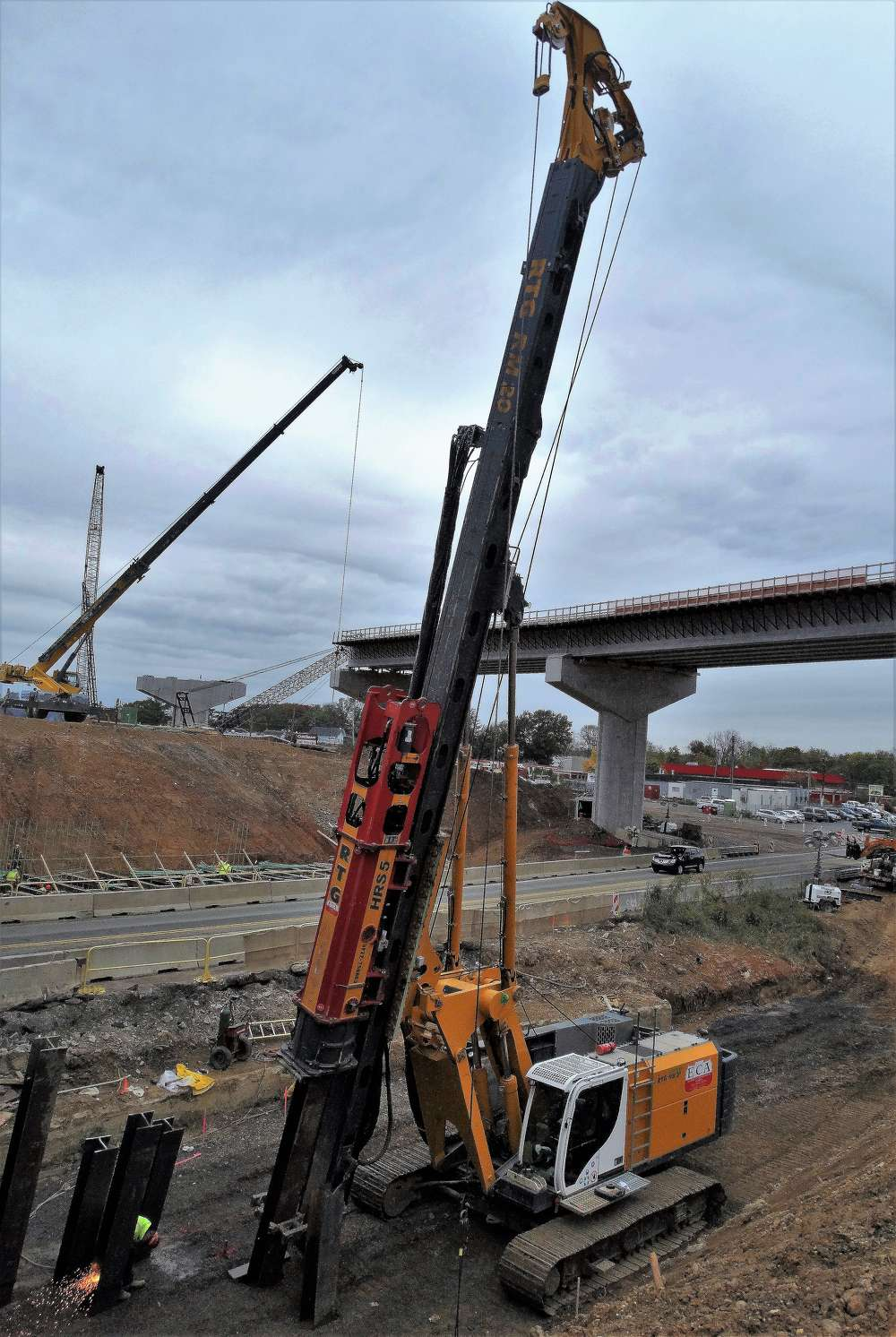 The RM 20 can effectively drive battered piles because of its adjustable leader, which can tilt backwards 45 degrees, and forward and sideways 18.5 degrees.