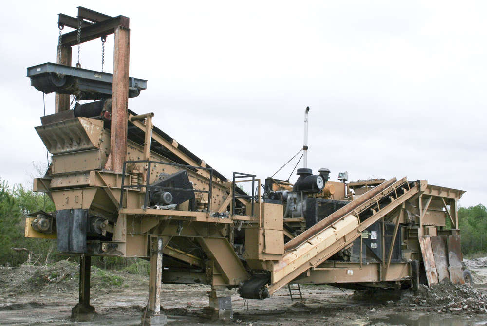 Branching out to new markets began with the purchase of an older IROCK RDS-15, which Riverside Sand Company purchased from a former North Carolina business. It was the first time Wade Norris was able to see the productivity Riverside was missing out on for years