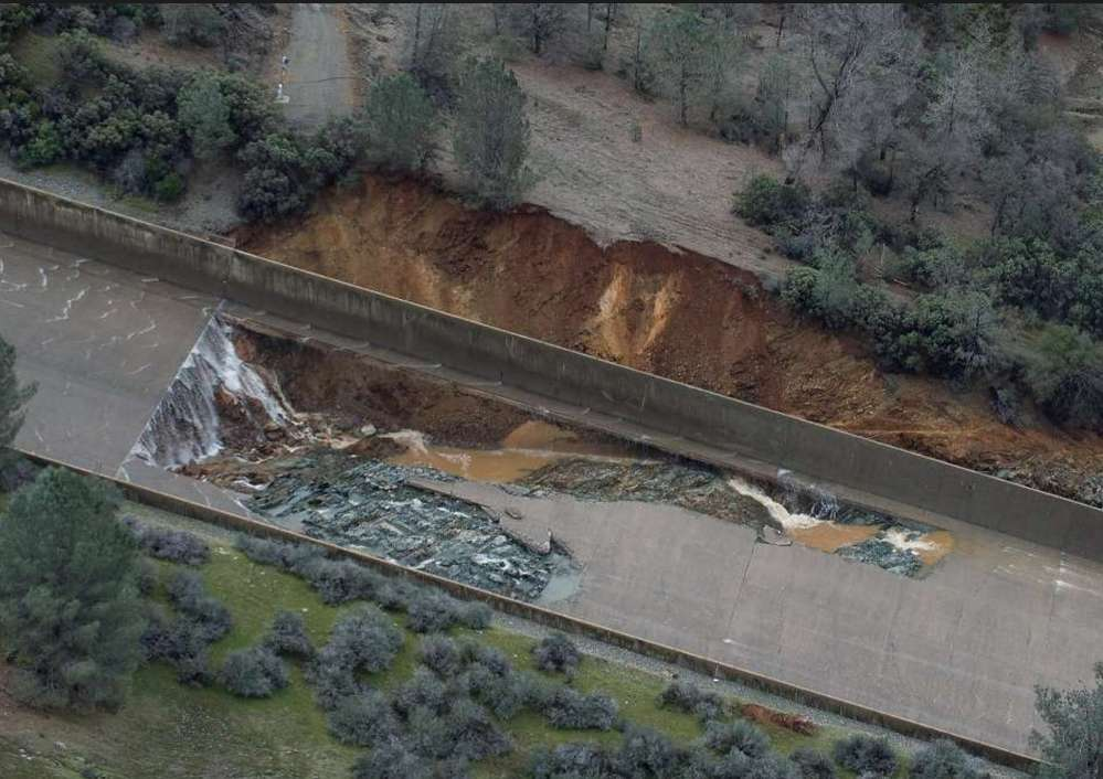 Oroville Dam is an earthfill embankment dam on the Feather River east of the city of Oroville, California in the United States. http://url.ie/11omv