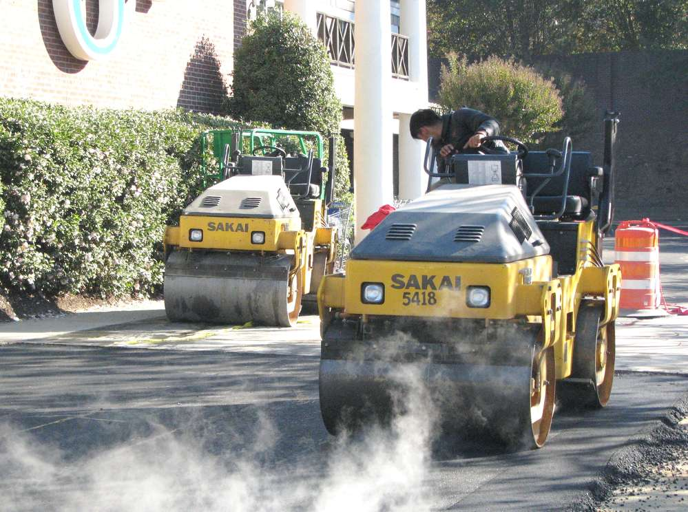 A pair of Sakai SW320-1 rollers are used for compaction