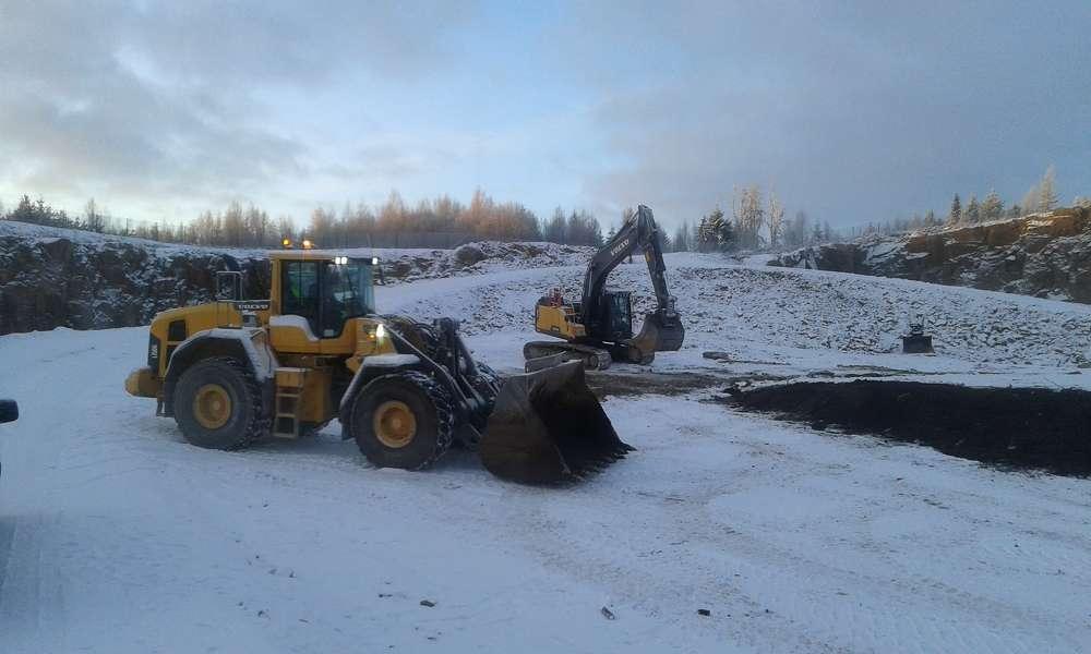 A Volvo L150G wheel loader works alongside a Volvo excavator, making light of the heavy-duty task.