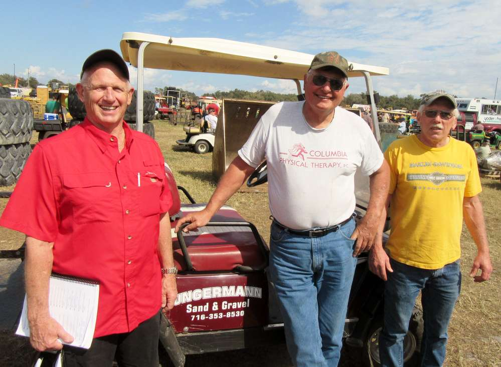 New York State was well represented by Jeff Huff of Huff Equipment, Norm Ungermann of Ungermann Sand & Gravel, and Don Adams of Adams Well Drilling, who were on hand to take in the auction activities.