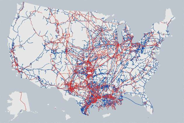Map of major natural gas and oil pipelines in the United States. Hazardous liquid lines in red, gas transmission lines in blue. Source: Pipeline and Hazardous Materials Safety Administration.