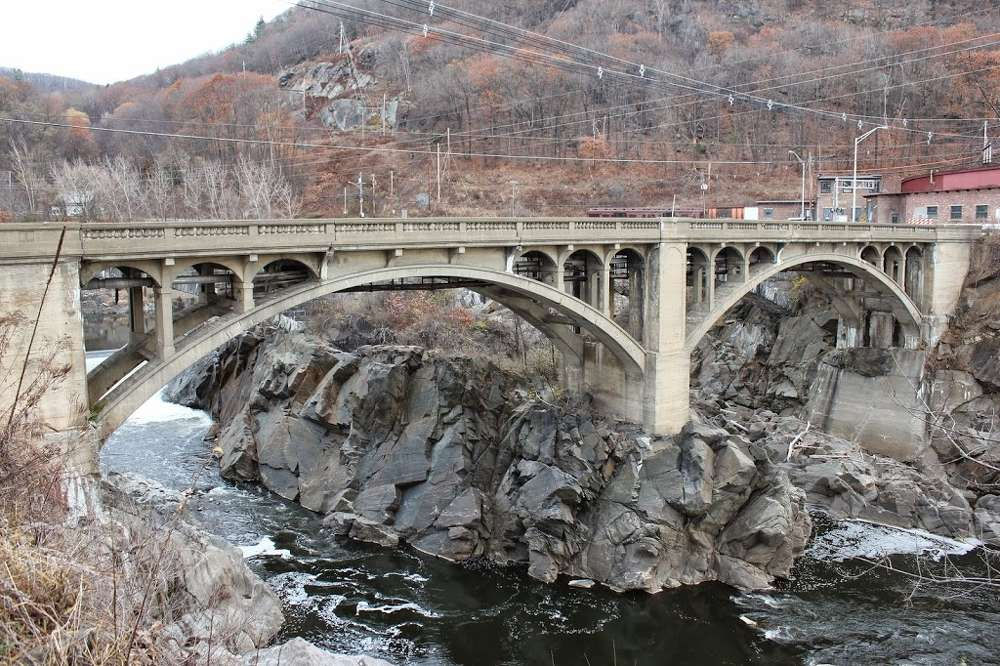 A view of the Connecticut River bridge from the Vermont side. Via Lost New England http://url.ie/11pan