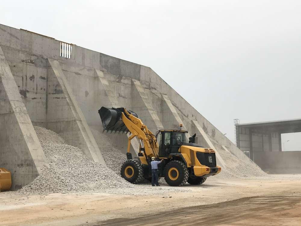 LiuGong vertical lifting loader.