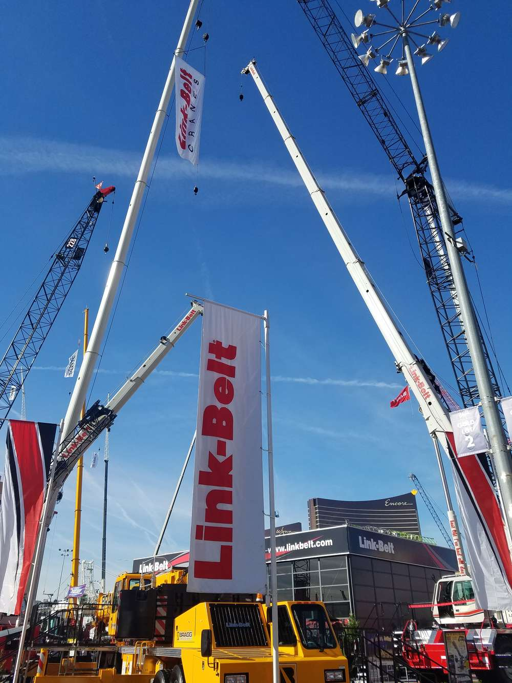 (JM) MNSW (Link-Belt cranes) Link-Belt cranes line the Vegas sky at ConExpo.