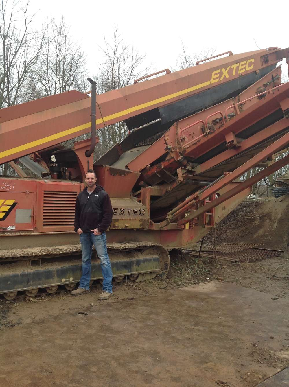 Chip Froehlich, FS Landscaping, Doylestown, Pa., inspects this 2004 EXTEC S-5 crawler.