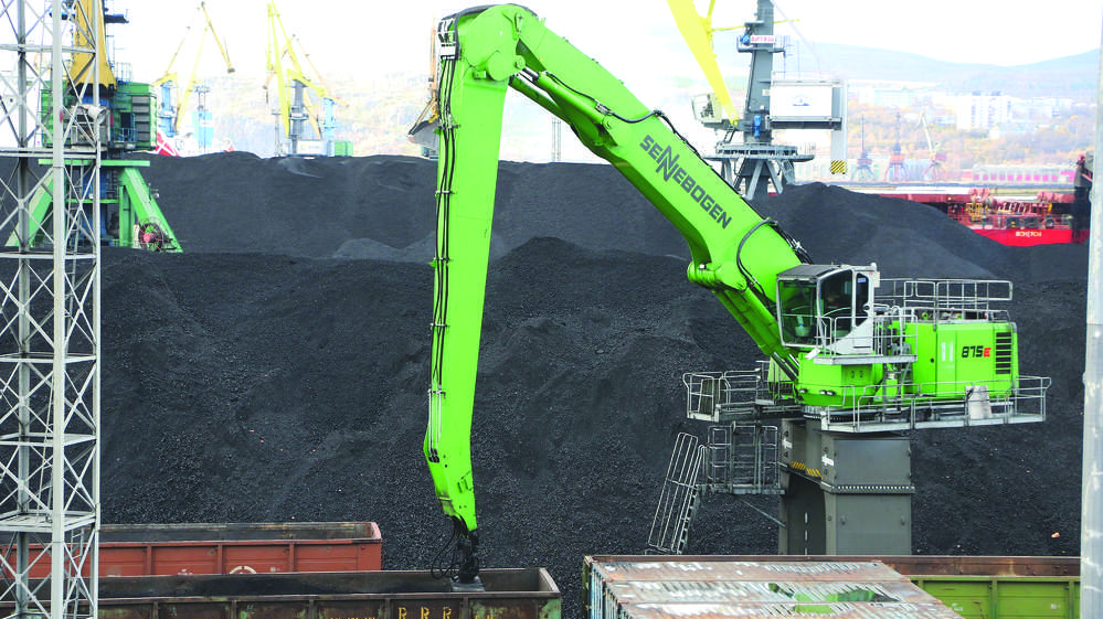 Approximately 5,291 tons of coal arrive at Murmansk port by railcar every day. They are unloaded by a Sennebogen 875 with a Green Hybrid Energy Recovery System built on a crawler portal undercarriage and equipped with a 6.5 cu. yds. (5 cu m) clamshell bucket