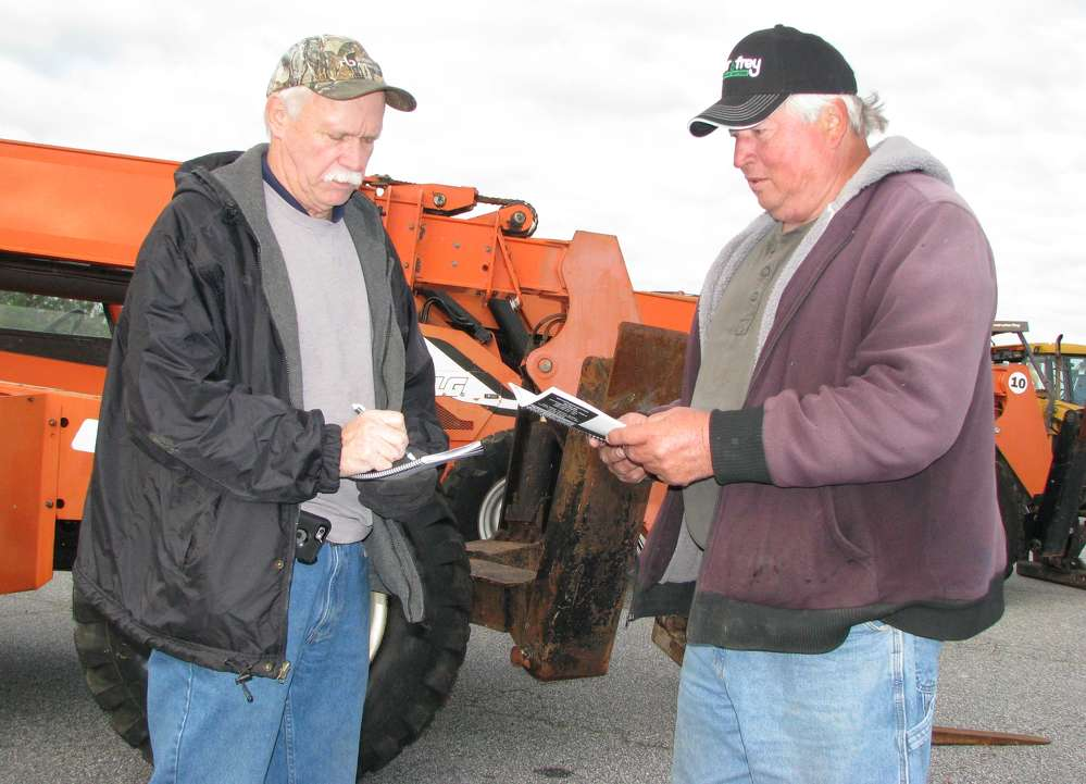 Fred Miles (L) of Mi-Com, based in Nashville, Tenn., and Louis Raptis of G&R Homes, Newnan, Ga., share some information on reach forklifts.