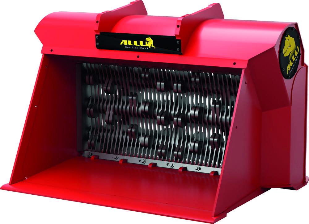 Screening blades spin between screening combs.