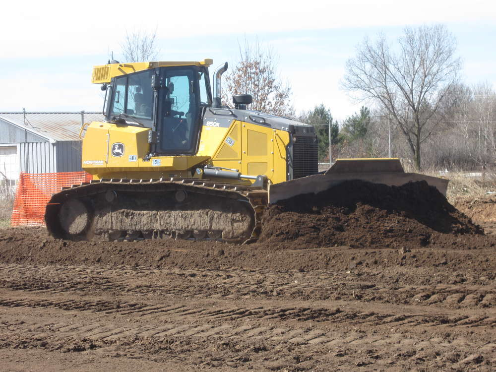 Customers had the opportunity to try out the latest John Deere 850K with John Deere SmartGrade.