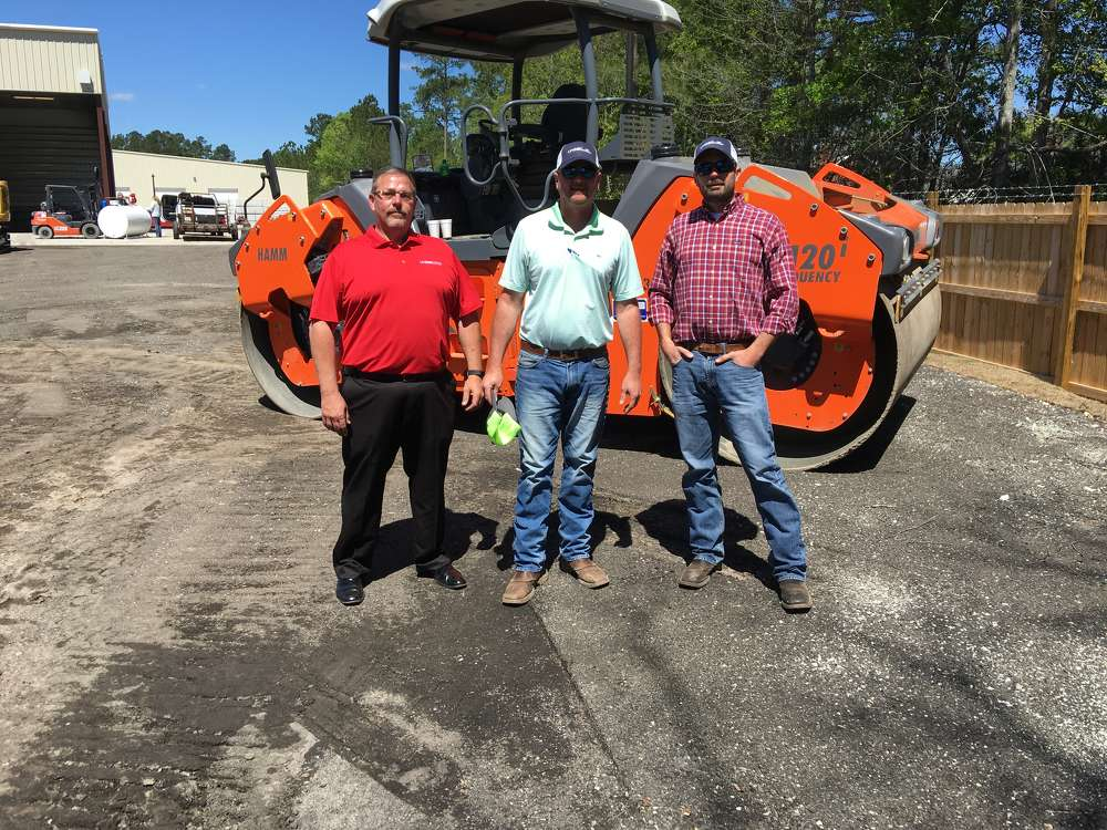(L-R): Bud Earp of Linder goes over the Hamm rollers with Scotty Kachelmier and Tanner Garrett, both of Paragon Site Work in Summerville, S.C.